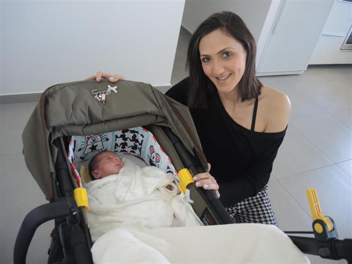 Лея Теиля с дочерью. (Medium)