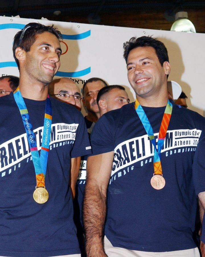 Flickr_-_Government_Press_Office_(GPO)_-_Gold_Medalist_Windsurfer_Gal_Fridman_and_Bronze_Medalist_Judoka_Arik_Ze'evi
