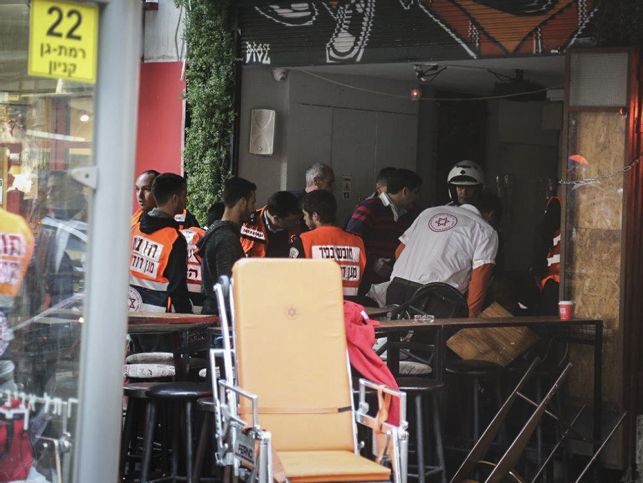 Israeli medical forces evacuate wounded from the scene of a shooting attack at a pub in central Tel Aviv, on Friday, January 1, 2016. Two people were killed in the shootings and several injured. Police suspect a terror attack. Photo by Flash90 *** Local Caption *** ?? ???? ????? ??? ?????? ?????? ????? ?????? ????? ????? ?????? ???? ???? ????