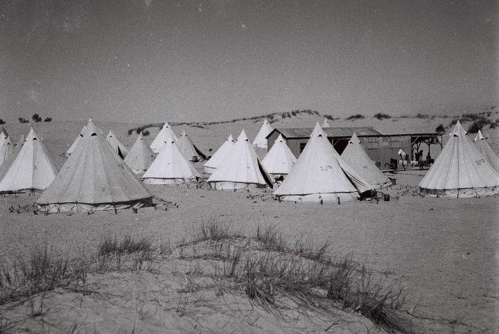 1280px-Ezra_Ubitzaron_1945